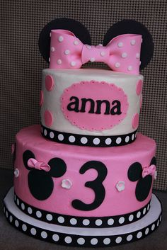 Minnie Mouse birthday cake - I would love this for Violet's birthday with purple instead of pink. I know it's not traditional Minnie Mouse but purple is her color :). Bolo Da Minnie Mouse, Minnie Mouse Birthday Cakes, Minnie Mouse Cake, Pink Minnie, 3 Year Old Birthday Cake, 3rd Birthday Cakes, Birthday Ideas, Birthday Parties, Third Birthday