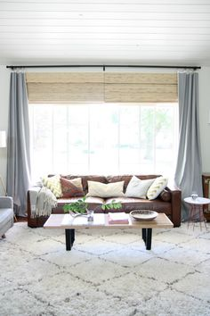 New living room large window curtains interior design Ideas Curtains Living, Living Room Windows, Living Room Grey, Rugs In Living Room, Home And Living, Living Room Designs, Living Room Decor, Grey Curtains, Bedroom Curtains