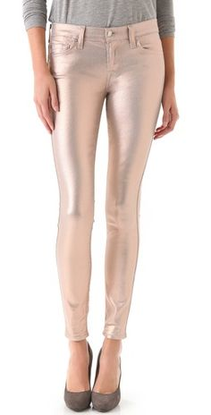 7 For All Mankind Coated Skinny Jeans in Liquid Metallic.If I could look this good in them, they would be in my closet right now All Fashion, Passion For Fashion, Autumn Fashion, Womens Fashion, Fashion Corner, Metallic Jeans, Gold Jeans, 7 Jeans, Pink Jeans
