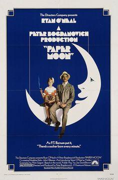 ボケーとみてて ジワーとくる映画だった 女の子のたばこ吸うシーンが衝撃だったな 長年の愛煙家の様にふつうにすってるんだもん おそろしや お父さんがかっこよい 本当の親子だとは そこにあまんじずとても良い演技をしている 愛を感じれる映画です    ペーパー・ムーン(1973)