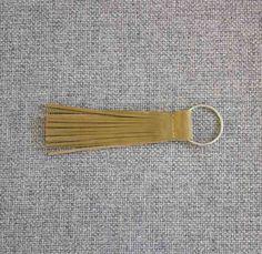 Leder Schlüsselanhänger Magnolia - Handarbeit aus Berlin - Das Leder wird in Italien gegerbt und gefärbt #leather #accessories