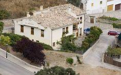 #GUADALAJARA, #Alocén. #Casa_Rural_El_Molino. Dispone de #seis_dormitorios con baño, sala lectura, salón comedor, jardín con #barbacoa, porche cubierto con mesa para 14 comensales y aparcamiento. Situada a la entrada del pueblo de #Alocén, uno de los pueblos más bonitos de la #Alcarria. Cerca de: Mirador de Alocén, Mirador de Las Matas, #Pastrana, #Trillo, #Ciudad_romana_de_Ercávica, Muralla visigoda de #Recópolis (Zorita), Monasterio de #Córcoles y Ruta de las caras…