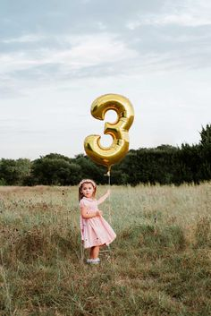 Planning an upcoming birthday photo session? DFW child photographer Christina Freeman gives you 5 tips to help your planning process go smoothly. Kids Birthday Photography, Little Girl Photography, Children Photography, Toddler Birthday Pictures, Birthday Photos, Boy Photo Shoot, Girl Photo Shoots, Third Birthday Girl, Book Infantil