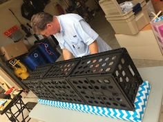 Ketchin' Up With Miss Riley: HOW TO: DIY Crate Benches Milk Crate Bench, Milk Crate Furniture, Crate Ottoman, Milk Crate Storage, Diy Storage Bench, Diy Ottoman, Diy Bench, Diy Pallet Furniture, Crate Stools