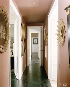 Fabulous pink hallway gold mirrors dark chevron floors Mick Jagger in VOGUE. I never would have guessed pink and gold look so good together! L'wren Scott, Blush Walls, Pink Walls, Neutral Walls, Gold Walls, Pink Hallway, Black Hallway, Hallway Walls, Floor Design