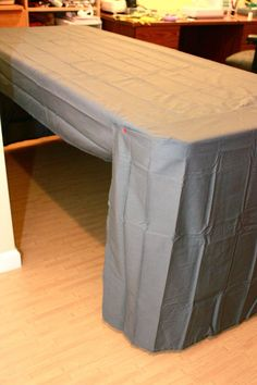 Zaaberry: Craft Fair Table Cover from a Flat Sheet - Mini Tute