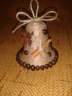 vánoční zvonek Handmade Christmas Decorations, Diy Christmas Ornaments, Homemade Christmas, Xmas Decorations, Christmas Art, Christmas Projects, Holiday Crafts, Christmas Wreaths, Jute Crafts