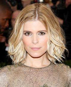 Thinking about hopping on the lob bandwagon? Get style inspiration from Kate Mara. Her textured waves add some extra edge and will take your look from day to night with ease.