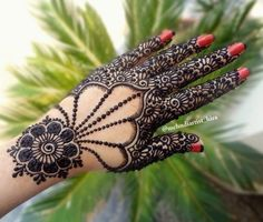Simple Mehendi designs to kick start the ceremonial fun. If complex & elaborate henna patterns are a bit too much for you, then check out these simple Mehendi designs. New Mehndi Designs Images, Mehndi Designs Finger, Henna Hand Designs, Mehndi Designs 2018, Mehndi Designs For Fingers, Modern Mehndi Designs, Mehndi Design Pictures, Arabic Mehndi Designs, Beautiful Mehndi Design