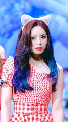 Kpop Girl Groups, Korean Girl Groups, Kpop Girls, Coloured Hair, Kim Min, Pop Group, South Korean Girls, Girl Hairstyles, Red And White