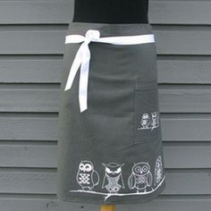 Night owl Cafe apron - love it! Cafe Uniform, Hotel Uniform, Cafe Apron, Restaurant Uniforms, Uniform Ideas, Gardening Apron, 2014 Fashion Trends, Kitchen Aprons, Fika