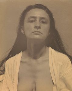 Georgia O'Keeffe in 1918, photographed by Alfred Stieglitz.