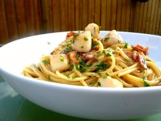 Vanilla Clouds and Lemon Drops: Scallop & Bacon Spaghetti. We'll be making this again.
