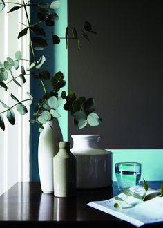Couleurs Bleu Attic / Sky Blue – Little Greene - Marie Claire Maison Blue Paint Colors, Paint Colors For Living Room, Dark Interiors, Colorful Interiors, Tons Clairs, Little Greene Paint, Light Blue Paints, Interior Color Schemes, Colored Highlights