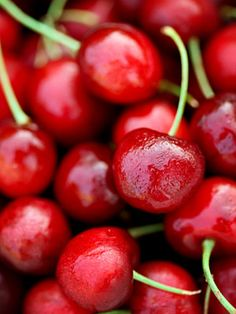 Cherries  Cherries are a low-carb, low GI choice and can safely be included in your diabetic diet. Twelve sweet cherries have 59 calories and 14 grams of carbohydrates. Cherries, especially tart ones, are packed with antioxidants, which may fight heart disease, cancer, and other diseases