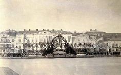 Keisari Aleksanteri II:n vierailua varten koristeltu maihinnousulaituri Kauppatorilla 28. heinäkuuta 1863.