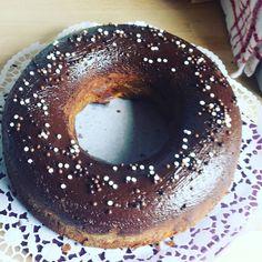 Heute gibt's schoko - käsekuchen zum Kaffee  ganz neues Rezept gefunden auf pinterest mal gespannt wie er von innen aussieht. Ich liebe diese Dekorkugeln von Ruf. #kuchen #lecker #backen #mangönntsichjasonstnix #selfmade #cake #chocolate #cheesecake #ruf #instafood by fleissigebiene1984