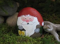 A rock Santa with lantern. Stone Crafts, Rock Crafts, Diy Arts And Crafts, Pebble Painting, Tole Painting, Pebble Art, Christmas Rock, Christmas Crafts, Painted Rocks Craft
