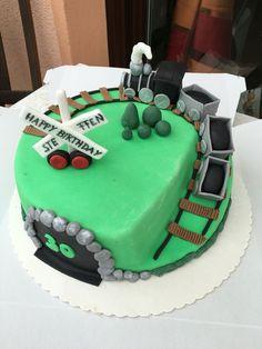 Für den großen Eisenbahn Freak Steffen gab es diese Torte zum 30. Geburtstag!!! Gefüllt war sie mit einem Schokoboden und einer leckeren Schokosahne! Ich wünsche auch nochmal alles Gute! #Fondant #cake #torte #happybirthday #eisenbahn #eisenbahnfieber #anni_cakes