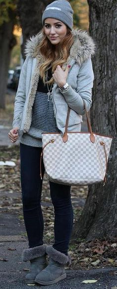 Damier Azur Neverfull - Making an appearance in winter weather