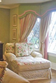 Cottage style - would love to sit in this chair with a great book! #shabbychicbedroomsvintage
