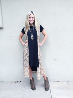 How to style the LuLaRoe Carly dress! Click the link, join the group, and check out the Carly style album for tons of ideas! <3