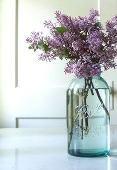 Creative flower mason jar centerpieces for your wedding reception decor! These centerpieces are easy to diy with bell mason jars, flowers Uses For Mason Jars, Mason Jar Vases, Blue Mason Jars, Mason Jar Centerpieces, Wedding Centerpieces, Centerpiece Ideas, Quinceanera Centerpieces, Table Decorations, Lavender Centerpieces