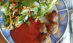 Húsgombócok salátával paradicsom mártással