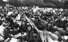 More than 3,000 students gather at Chater Garden and voice their disapproval of the latest revision of the Basic Law in February, 1990. Photo: Sam Chan