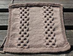 Voici les explications du carré 14 du plaid boucle d'or version adulte version B pour plus de détails sur ce projet cliquez ici. Pour les explications du carré 14 du plaid boucle d'or version adulte version A cliquez là. Le carré 14 présente le point... Knit Crochet, Blanket, Knitting, Motifs, Voici, Scrappy Quilts, Gatos, Baby Bunnies, Stuff Stuff