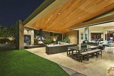 Indoor/outdoor livingroom
