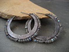 Crescent hoop earrings with labradorite – solid sterling silver – hoopearrings Beaded Earrings, Statement Earrings, Earrings Handmade, Handmade Jewelry, Hoop Earrings, Crystal Jewelry, Metal Jewelry, Silver Jewelry, Jewelry Crafts