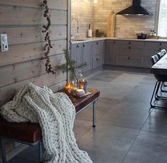 No need for a large space to create a modern kitchen, functional and full of charm. Kitchen Inspirations, Interior, Love Decor, Kitchen Remodel, Interior Design Kitchen, Home Decor, Interior Design, Contemporary Rug, Rustic Interiors