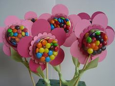 Spring Blossom Musings: Sweet Treat Cups Wrap candy in saran wrap and put pic of child under candy for Mother's Day. Kids Crafts, Easter Crafts, Diy And Crafts, Foam Crafts, Troll Party, Candy Crafts, Chocolate Bouquet, Valentines Day Treats, Kids Valentines