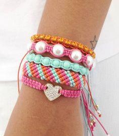 Mix de pulseiras moda fashion style lifestyle bracelet bracelets pulseira pulseiras shambala shambalas shamballa shamballas macrame bijuteria bijuterias jewelry beads friendship friendshipbracelets acessorios pulseirashambala pulseirismo artesanato estilo