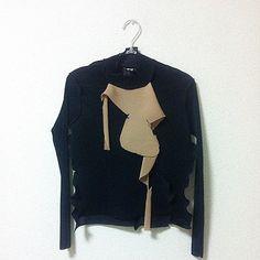 ニットなどと重ねてベージュを上から出しても着られます #kotohayokozawa #wall_labo by kotohayokozawa