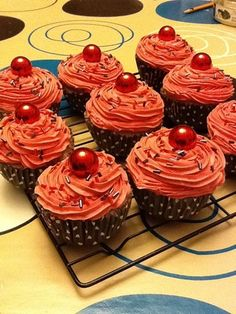 fake cupcake how to. http://artzcool.net/2011/12/28/how-to-make-fake-cupcakes/