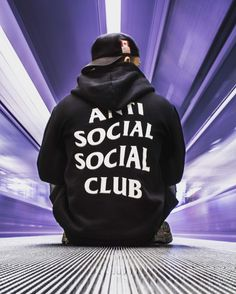 "783 Me gusta, 10 comentarios - outfit boy (@outfit_boy) en Instagram: ""Anti Social Social Club This outfit boy is @anthcavallin . All Antisocialsocialclub merch is…"""