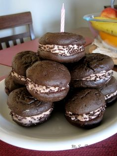 These Nutella Whoopie Pies consist of two moist chocolate cake cookies filled with whipped, fluffy nutella frosting. Cupcakes, Cake Cookies, Pie Recipes, Cookie Recipes, Dessert Recipes, Sweet Recipes, Just Desserts, Delicious Desserts, Yummy Food