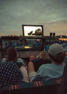 Literally my dream. Sitting in a cozy car or truck, watching Jaws at a drive in . - Literally my dream. Sitting in a cozy car or truck, watching Jaws at a drive in . Night Aesthetic, Summer Aesthetic, Aesthetic Movies, Dream Dates, Cute Date Ideas, Summer Goals, Summer Energy, Summer Dream, About Time Movie