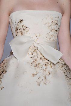 Giambattista Valli Spring 2009 Ready-to-Wear Fashion Show Couture Details, Fashion Details, Fashion Design, Beautiful Gowns, Beautiful Outfits, Gorgeous Dress, Runway Fashion, Fashion Show, High Fashion