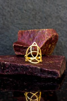 14k gold Celtic ring, gold Trinity ring, trinity knot ring, solid gold, Triquetra ring, celtic knot ring, celtic jewelry, gold wiccan ring. by Elfscraft on Etsy Trinity Symbol, Trinity Ring, Trinity Knot, Celtic Knot Ring, Celtic Rings, Wiccan Jewelry, Triquetra, Celtic Symbols, Solid Gold