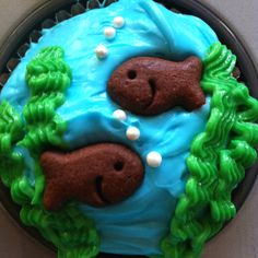 Fish cupcakes - bakery supplied cupcakes with home embellishments turned out easy and super cute. Yey!