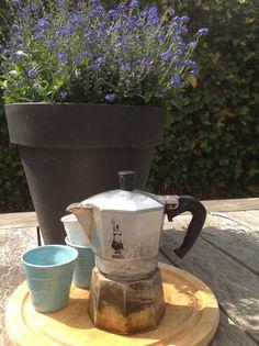 In giardino Coffee Time, Morning Coffee, Coffee Cups, Coffee Maker, Italian Coffee, Moka, Hot Cars, Love Food, Peace