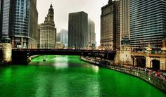 """Chicago  ST. PATRICK'S DAY tradition """"Dyeing of the Chicago River"""" I want to see it finally!"""