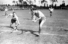 """Berlín, Alemania, 1937. Un partido de hockey sobre césped en los juegos deportivos internacionales """"Bar Kochba"""", con la participación de """"Hakoach Vienna"""". Los juegos se llevaron a cabo en el campo Grunewald e incluyeron competencias de fútbol, balonmano y hockey."""