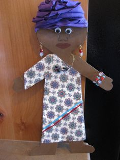 The project: to take a simple, plain, white paper doll and dress it as a South African. African Art For Kids, African Crafts, African Theme, Les Continents, World Crafts, Africa Art, Fathers Day Crafts, Thinking Day, Preschool Art