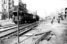 1930 Av Meridiana,cerca estacion del Clot, que queda tapada por el tren, al fondo a la derecha la Parroquia del Clot | Avinguda Meridiana - La Barcelona de antes