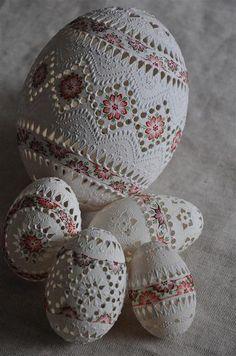 Najkrajšie slovenské kraslice - ŽSK Egg Crafts, Bunny Crafts, Easter Crafts For Kids, Christmas Tree Gif, Egg Shell Art, Carved Eggs, Easter Egg Designs, Diy Ostern, Egg Art
