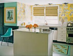 Kitchen with vivid yellow Harlem toile de jouy wallpaper and other elements of Sheila Bridges design Look Wallpaper, Kitchen Wallpaper, Toile Wallpaper, Happy Kitchen, Stylish Kitchen, Quirky Kitchen, Vintage Kitchen, Home Design, Interior Design